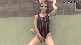 Emie Amfibia masturbates hard underwater